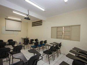 Sala de aula com recursos multimídia
